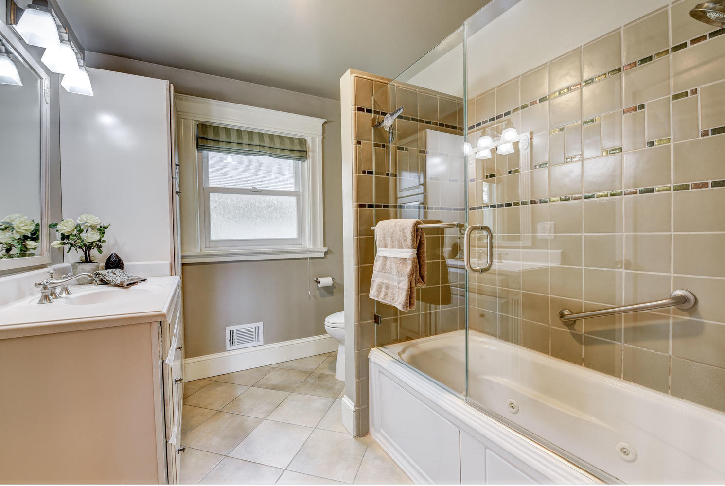 713 South I St-small-017-8-Bathroom-666×447-72dpi